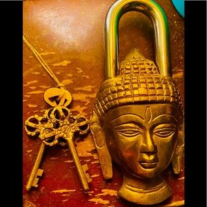 Ornate Brass Buddha Figure Lock & 2 Skeleton Keys